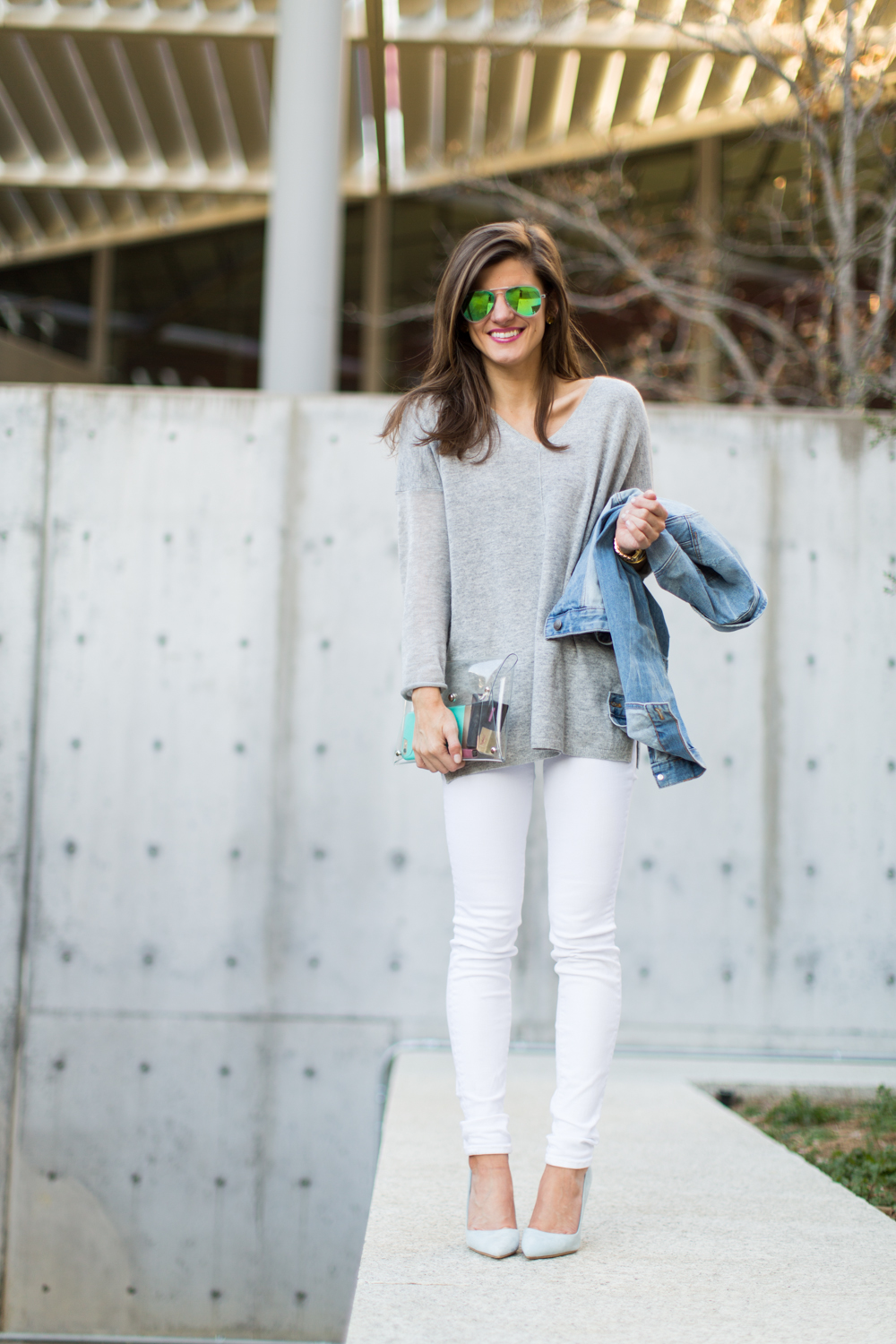winter white jeans outfit, white jeans and grey sweater, white jeans and denim jacket, how to wear white jeans after labor day