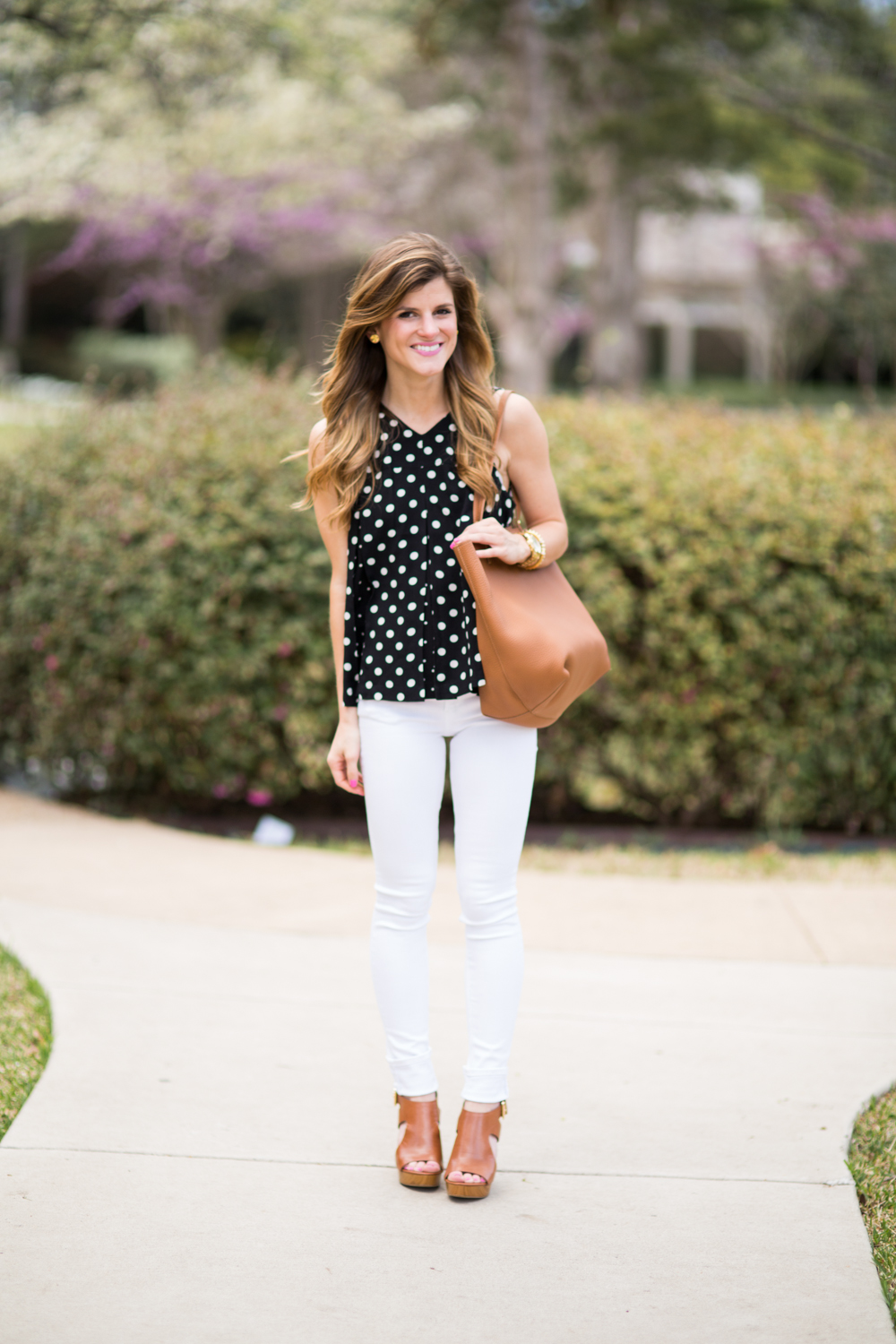 4db6fdc8916 What to Wear With White Jeans - Everything You Need To Know