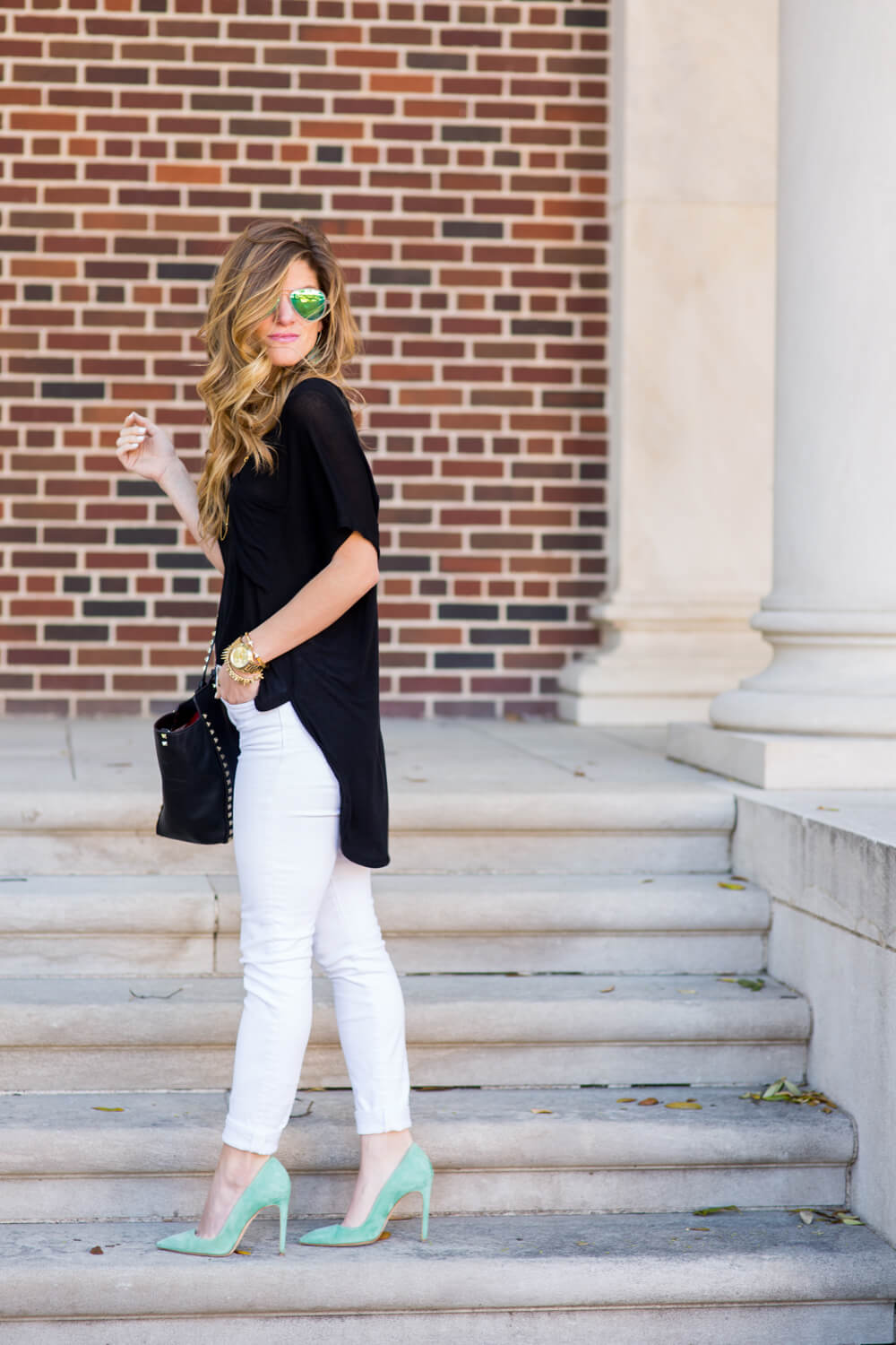 9b6f01211110ae What to Wear With White Jeans - Everything You Need To Know