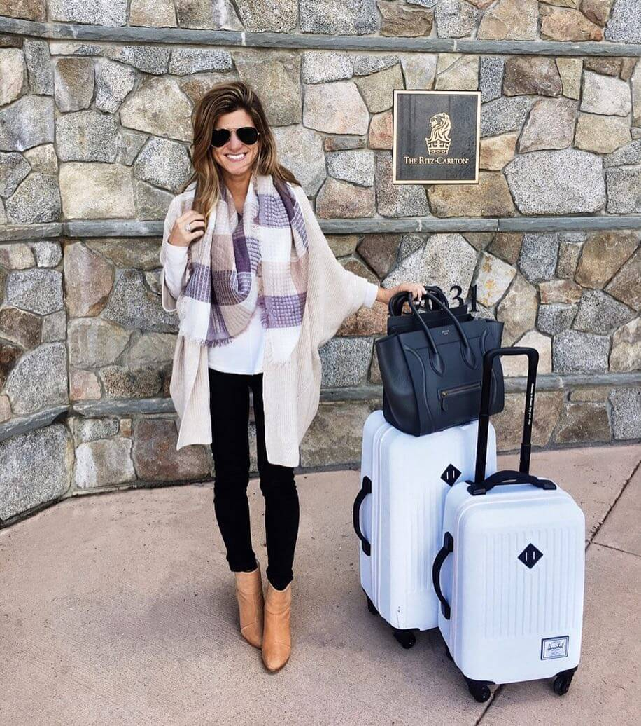 airport outfit, lake tahoe, comfy chic, oversized cardigan, plaid scarf,larace