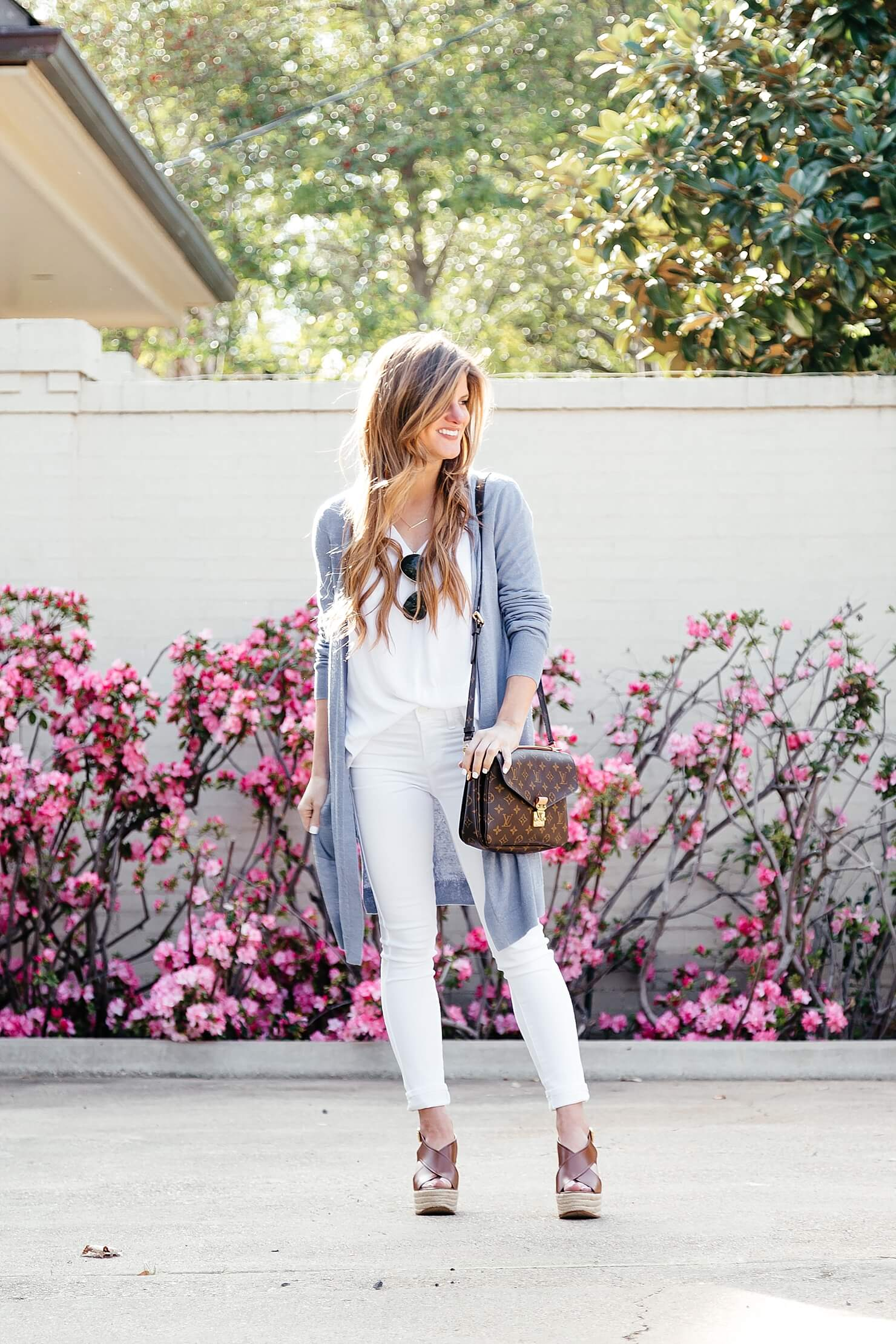 white on white, blue long cardigan, spring white jeans outfit with long cardigan
