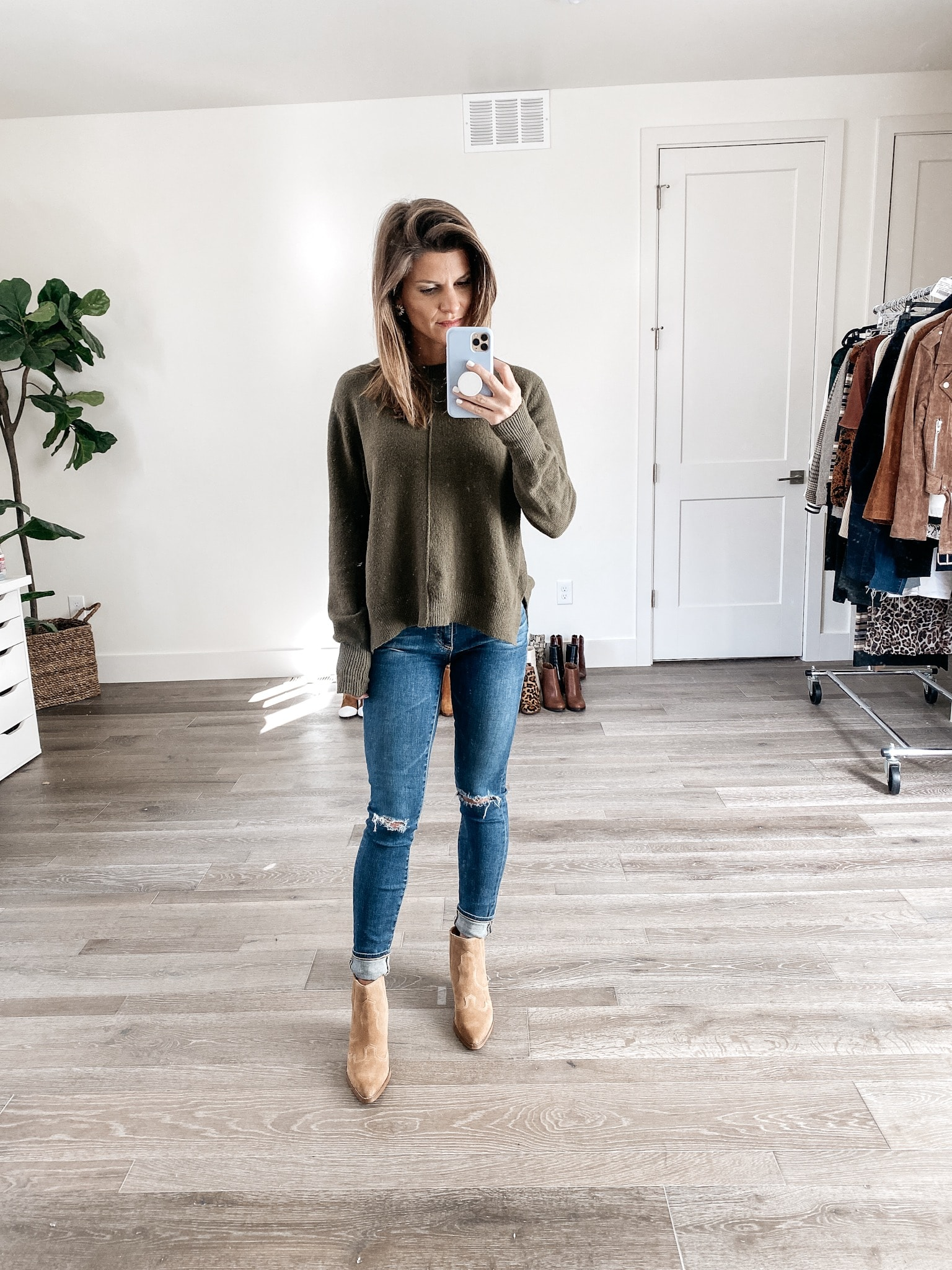 Outfit With Light Brown Boots