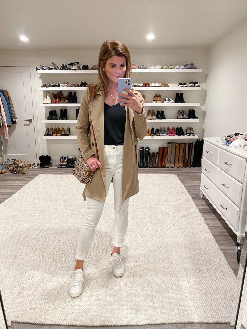 white skinny jeans, black tee, trench, white sneakers